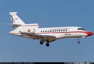 Dassault Falcon del Ejército del Aire (45 Grupo) en configuración de aterrizaje