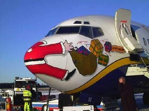 Santa crashes into RYR B738