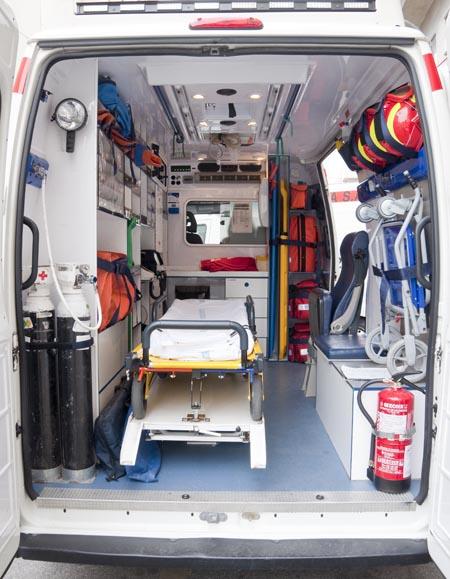 Ambulancia vista desde atrás